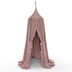 Öppen sänghimmel med volang i färgen dusty pink